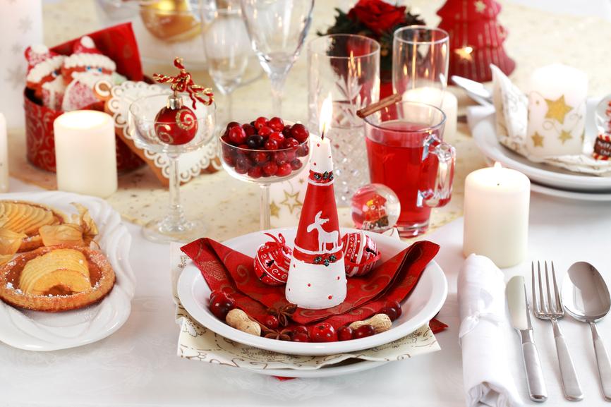 Slavnostn v zdoba t drove ern tabule moje bydlen - Idee de deco de table pour noel ...
